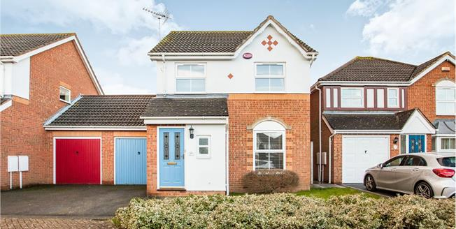 Guide Price £290,000, 3 Bedroom Detached House For Sale in Kingsnorth, TN23