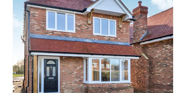 Guide Price £450,000, 4 Bedroom Detached House For Sale in Shadoxhurst, TN26