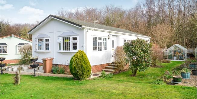 Guide Price £150,000, 2 Bedroom Detached House For Sale in Charing, TN27