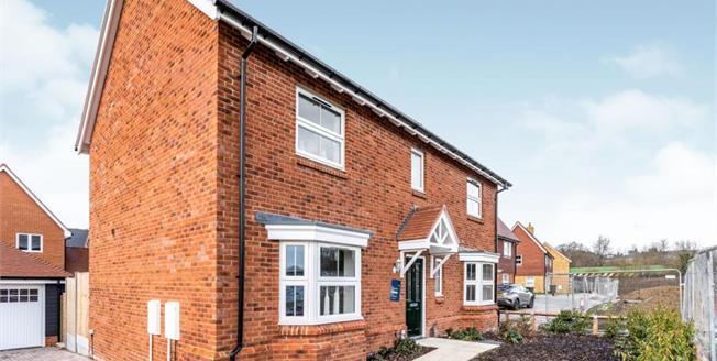 £550,000, 4 Bedroom Detached House For Sale in Harrietsham, ME17