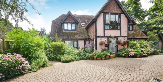 Guide Price £650,000, 4 Bedroom Detached House For Sale in Kingsnorth, TN26