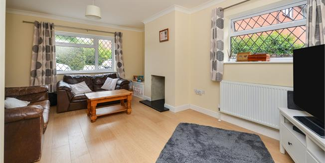 Guide Price £375,000, 3 Bedroom Detached House For Sale in Kennington, TN24