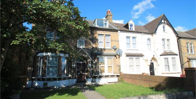 Offers in excess of £250,000, 1 Bedroom Upper Floor Flat For Sale in London, SE20