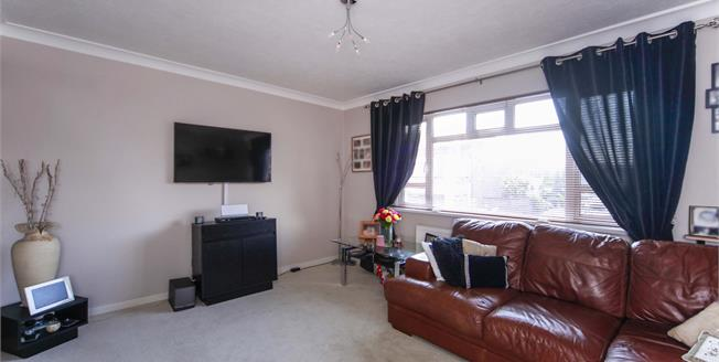 Guide Price £200,000, 1 Bedroom Flat For Sale in Beckenham, BR3