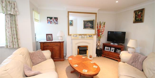 Guide Price £350,000, 3 Bedroom Flat For Sale in Bromley, BR2