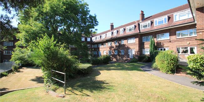Asking Price £340,000, 3 Bedroom Flat For Sale in Bromley, BR2