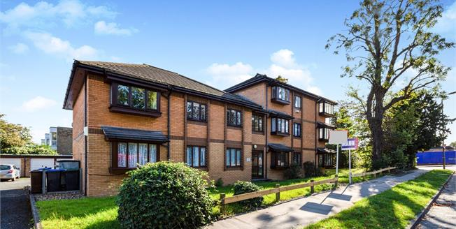 Guide Price £325,000, 2 Bedroom Flat For Sale in ., BR3