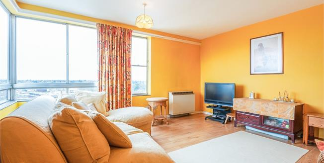 Offers in excess of £200,000, 1 Bedroom Flat For Sale in Bromley, BR1