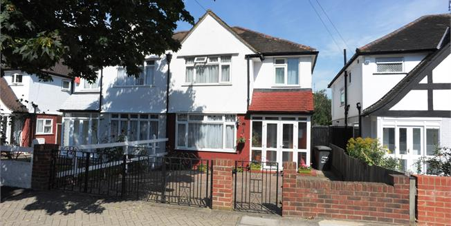 Guide Price £475,000, 3 Bedroom Semi Detached House For Sale in London, SE6