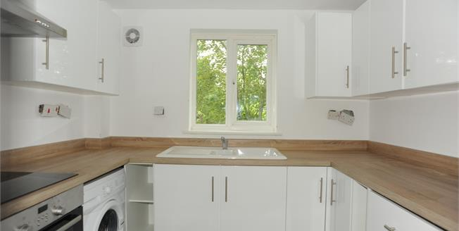 Offers in excess of £270,000, 2 Bedroom Flat For Sale in London, SE6