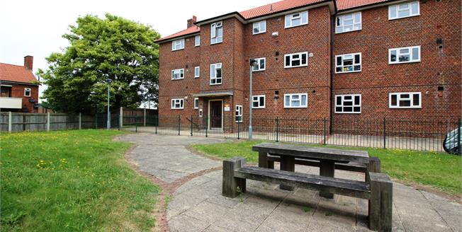 Offers Over £220,000, 1 Bedroom For Sale in Bromley, BR1