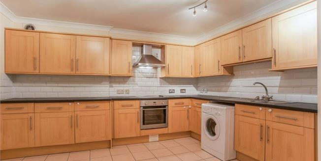 £95,000, 1 Bedroom Flat For Sale in Chatham, ME4