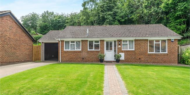 Guide Price £400,000, 3 Bedroom Detached Bungalow For Sale in Chatham, ME5