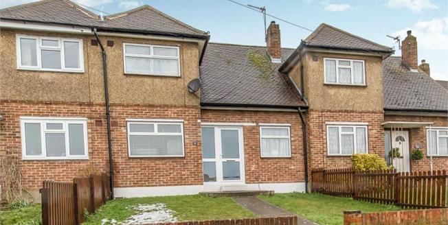 Guide Price £200,000, 2 Bedroom Terraced House For Sale in Chatham, ME5
