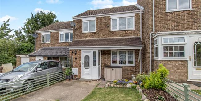 Guide Price £230,000, 3 Bedroom Terraced House For Sale in Chatham, ME5