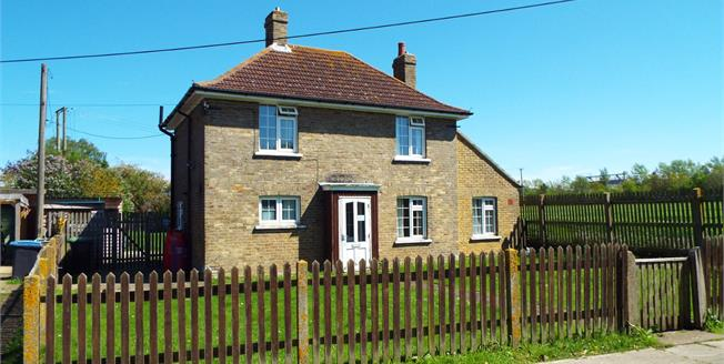 Guide Price £300,000, 2 Bedroom Detached House For Sale in Wingham, CT3