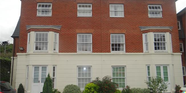 Guide Price £210,000, 2 Bedroom Flat For Sale in Canterbury, CT2
