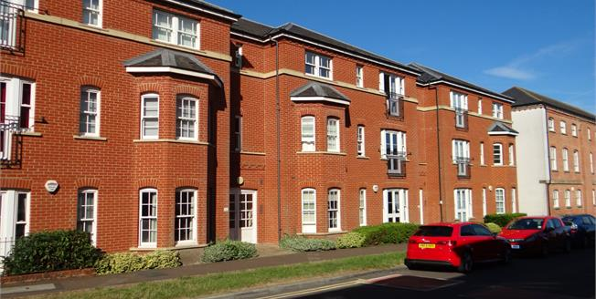 Guide Price £230,000, 2 Bedroom Flat For Sale in Canterbury, CT1