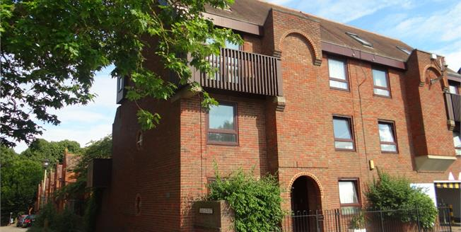 Asking Price £145,000, 1 Bedroom Flat For Sale in Canterbury, CT1