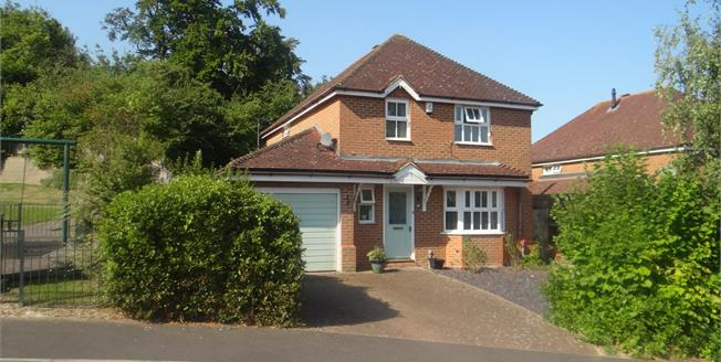 Guide Price £420,000, 4 Bedroom Detached House For Sale in Chartham, CT4