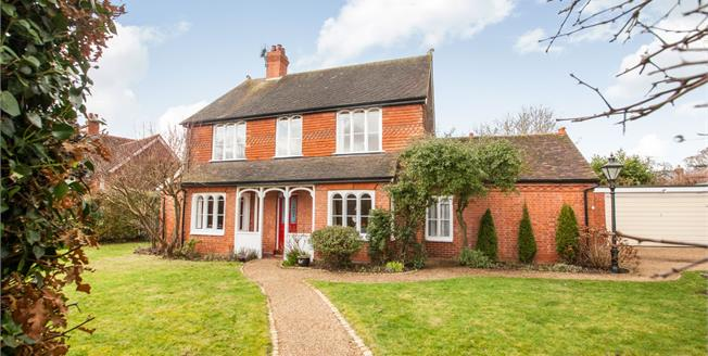 Guide Price £775,000, 4 Bedroom Detached House For Sale in Ashford, TN27
