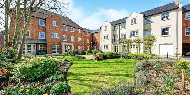 Offers in the region of £240,000, 1 Bedroom Flat For Sale in Canterbury, CT2