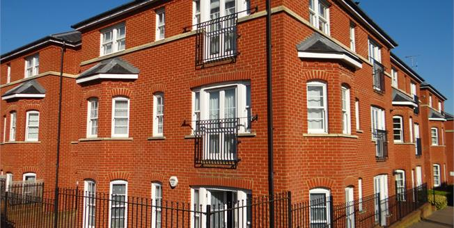 Asking Price £250,000, 2 Bedroom Flat For Sale in Canterbury, CT1