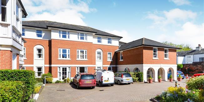 Guide Price £175,000, 1 Bedroom Flat For Sale in Canterbury, CT1