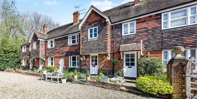 Guide Price £375,000, 3 Bedroom Terraced House For Sale in Harbledown, CT2