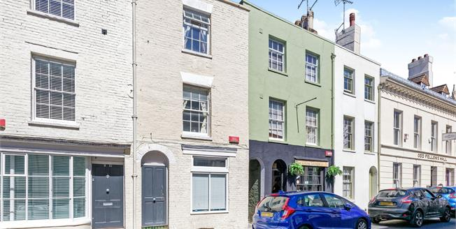 Guide Price £220,000, 2 Bedroom Maisonette For Sale in Canterbury, CT1