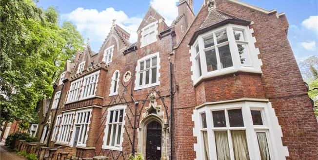 Guide Price £280,000, 3 Bedroom Flat For Sale in Kent, CT1
