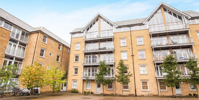 Guide Price £200,000, 2 Bedroom Flat For Sale in Canterbury, CT1
