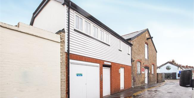 Guide Price £190,000, 2 Bedroom Maisonette For Sale in Canterbury, CT1