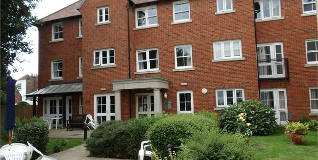 Asking Price £200,000, 1 Bedroom Flat For Sale in Canterbury, CT2