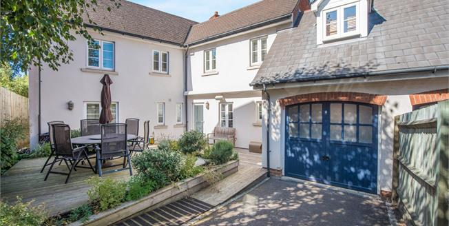 Guide Price £525,000, 4 Bedroom Link Detached House For Sale in Greenhithe, DA9