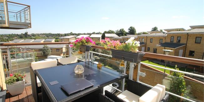 Guide Price £250,000, 2 Bedroom Flat For Sale in Greenhithe, DA9