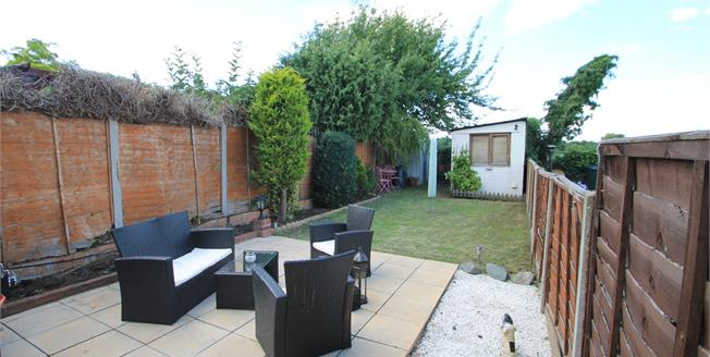 Guide Price £325,000, 3 Bedroom Detached House For Sale in Dartford, DA2