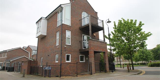 Guide Price £370,000, 3 Bedroom Detached House For Sale in Greenhithe, DA9