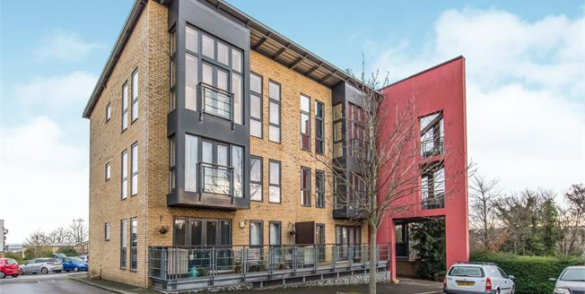 Guide Price £190,000, 1 Bedroom Flat For Sale in Greenhithe, DA9