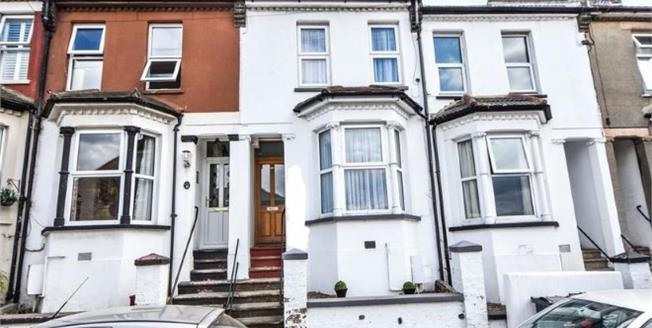 Guide Price £280,000, 3 Bedroom Terraced House For Sale in Greenhithe, DA9