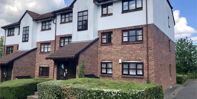 Guide Price £200,000, 1 Bedroom Flat For Sale in Greenhithe, DA9