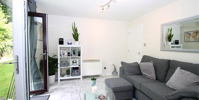 Guide Price £150,000, 1 Bedroom Flat For Sale in Greenhithe, DA9