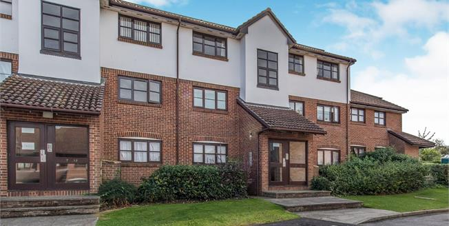 Asking Price £170,000, 1 Bedroom Flat For Sale in Greenhithe, DA9