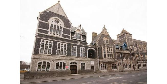 Asking Price £129,950, 2 Bedroom Flat For Sale in Dover, CT16