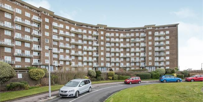 Guide Price £280,000, 3 Bedroom Flat For Sale in Dover, CT16