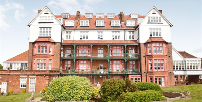 £240,000, 2 Bedroom Flat For Sale in Folkestone, CT19