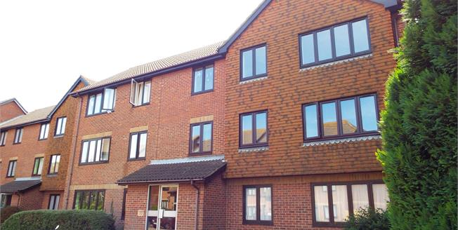 Guide Price £110,000, 2 Bedroom For Sale in Folkestone, CT19