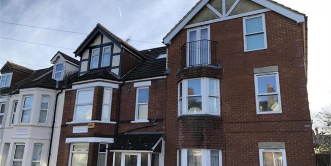 Guide Price £115,000, 1 Bedroom Flat For Sale in Folkestone, CT19