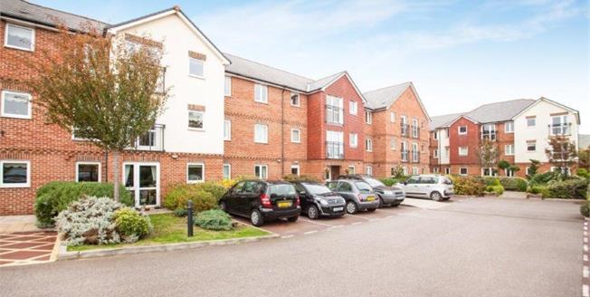 Guide Price £100,000, 1 Bedroom Flat For Sale in Folkestone, CT19