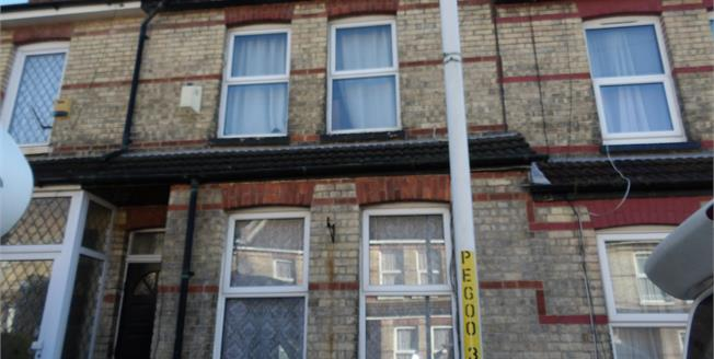 Guide Price £180,000, 2 Bedroom Terraced House For Sale in Folkestone, CT20